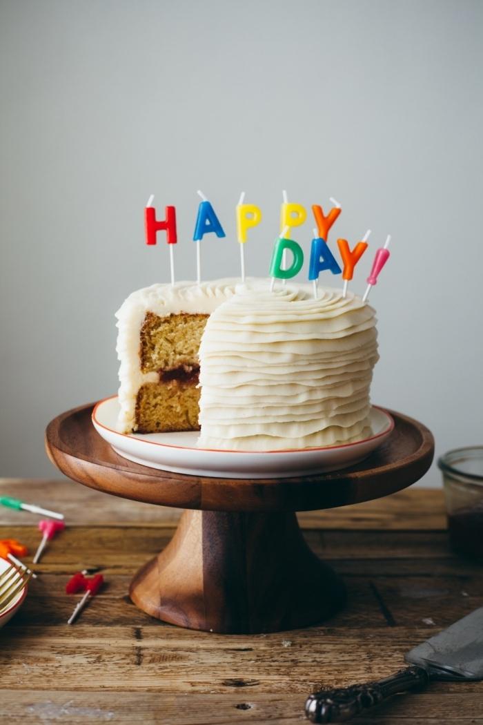 gâteau d'anniversaire vanille et cardamome au glacage mascarpone d'une jolie texture plisée