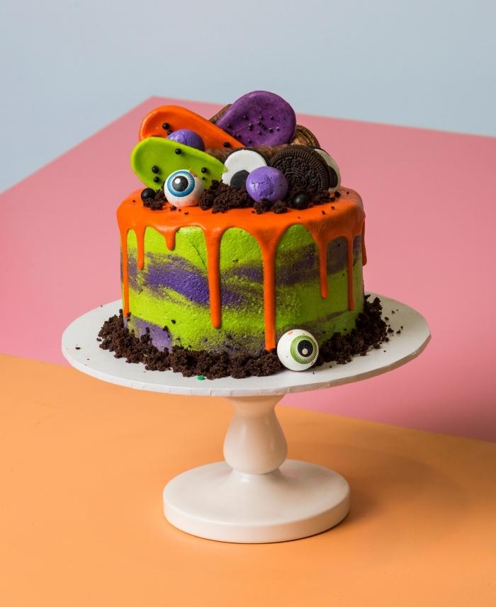 idée gâteau surprise Halloween pour anniversaire d'enfant, modèle de gâteau au chocolat au glaçage orange
