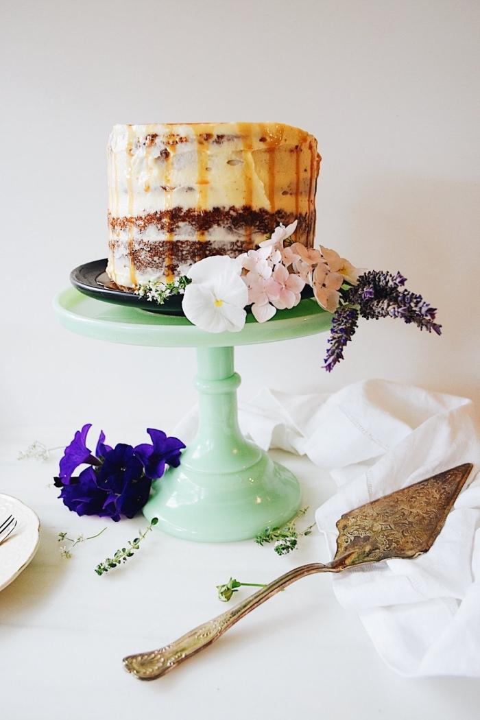 recette de gâteau aux bananes ultra moelleux au glacage caramel salé et crème au beurre