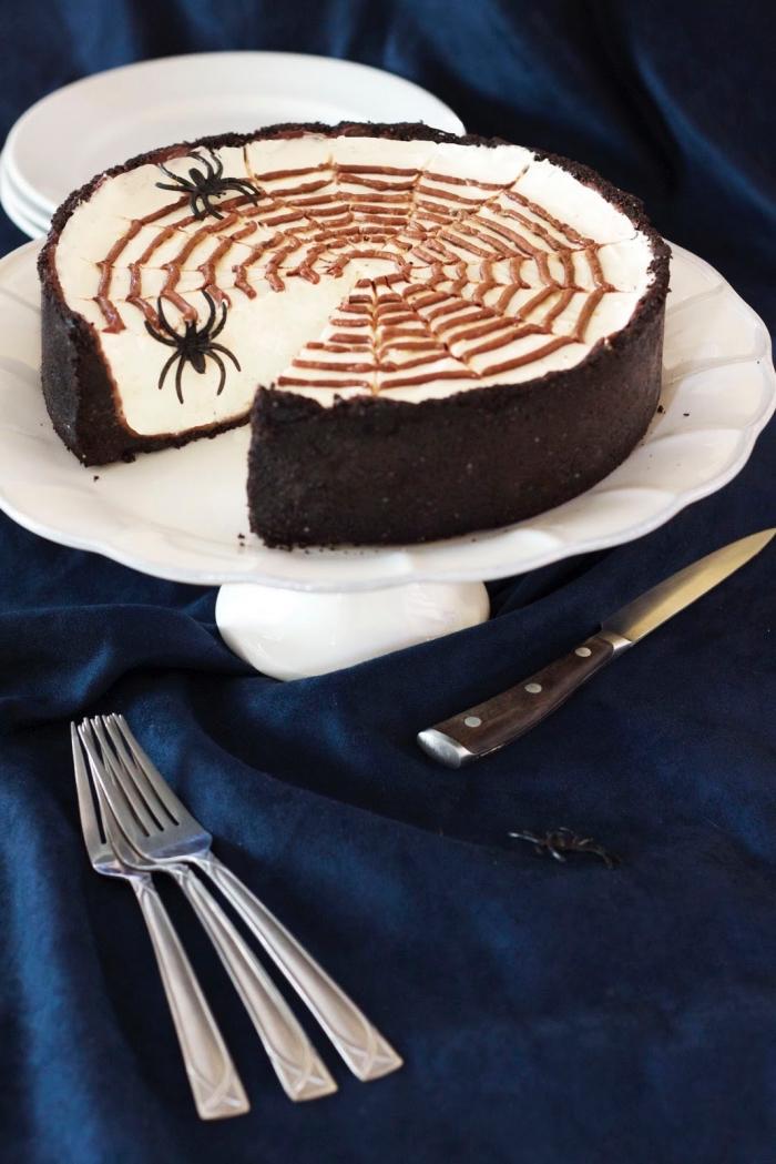 gâteau d'halloween design toile d'araignée, recette cheesecake philadelphia spécial halloween sans cuisson