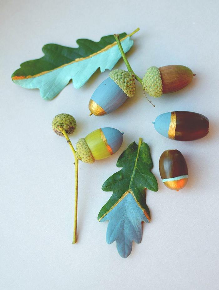 decoration glands avec de la peinture, bleue et bandes de peinture or, activité manuelle primaire enfant facile et rapide