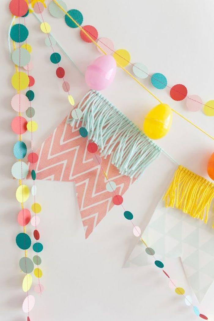 Gateau 18 ans, deco table anniversaire 18 ans la fête d anniversaire pour 18 ans, guirlandes couleur pastel pour décorer les murs