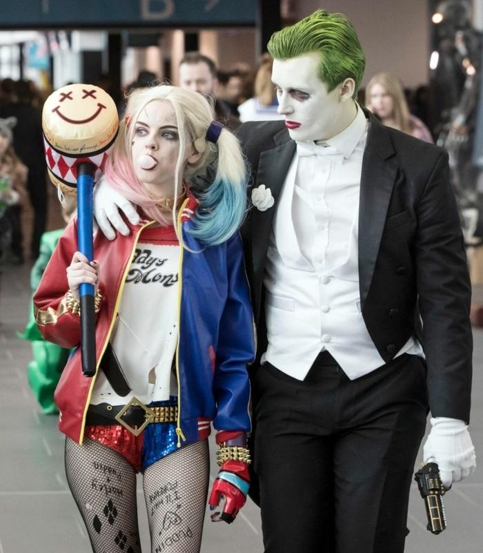 homme joker et fille harley quinn, homme aux cheveux verts en costume habillé, fille en pantalons courts, avec des cheveux colorés