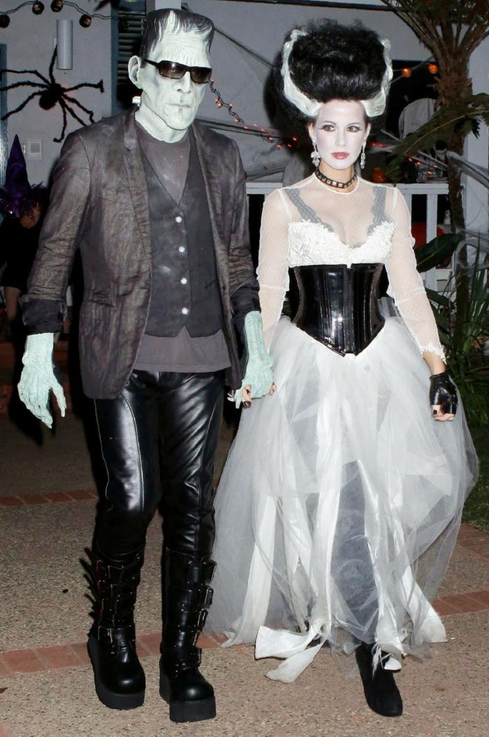 déguisement halloween pour couple, homme en pantalon et femme en longue robe blanche, masque visage, coiffure volumineuse