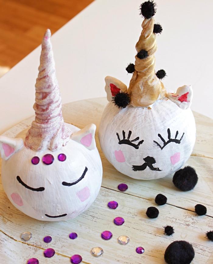 idée de décoration d'une citrouille licorne mignon, idée de bricolage halloween maternelle pour réaliser une jolie décoration ensemble avec les enfants