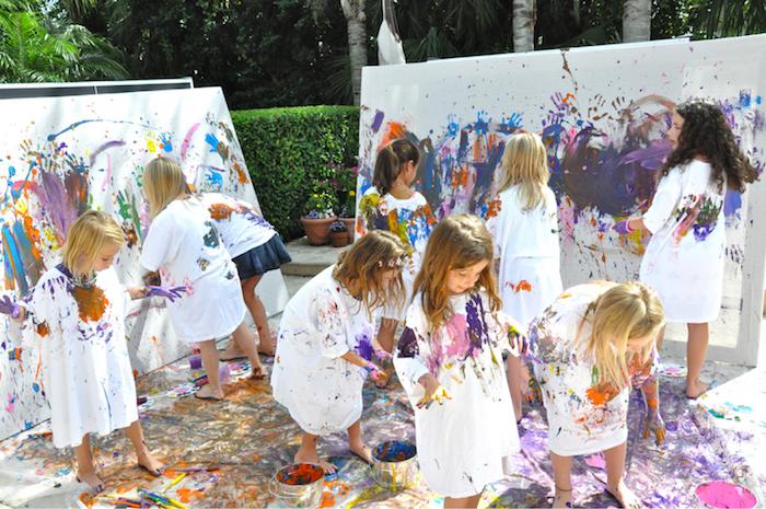 idee d anniversaire 9 ans, de quelles activités occuper les enfants, atelier créatif peinture sur toile et sur vêtements