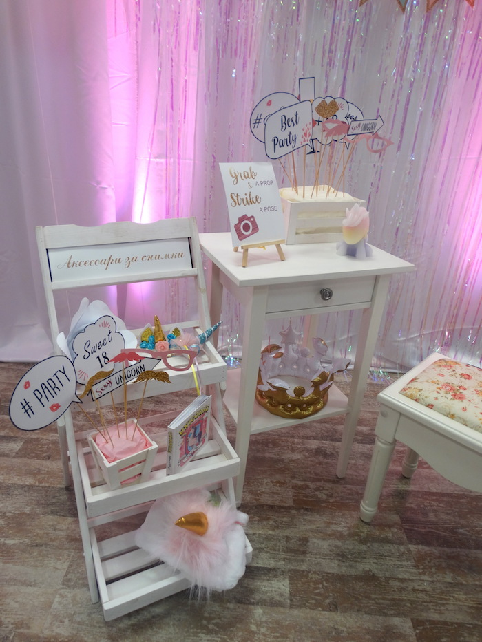Décoration salle anniversaire licorne, deco table anniversaire 18 ans décoration anniversaire thèmatique