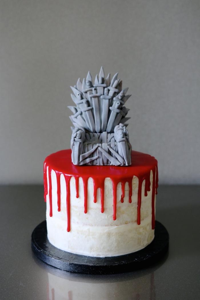 comment faire un gâteau sur le thème de Game of Thrones, modèle de gâteau effrayant pour Halloween au glaçage rouge