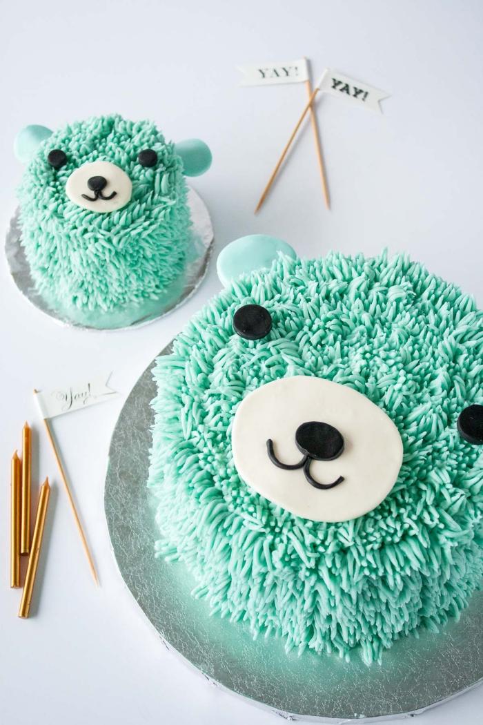 gâteau d'anniversaire au design original tête d'ours recouvert de glacage sucre glace et beurre décorative