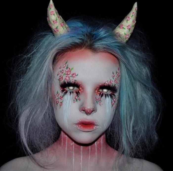 idée de maquillage demon et fée fantaisiste avec bouche dégradé rouge, larmes blanches et dessins floraux