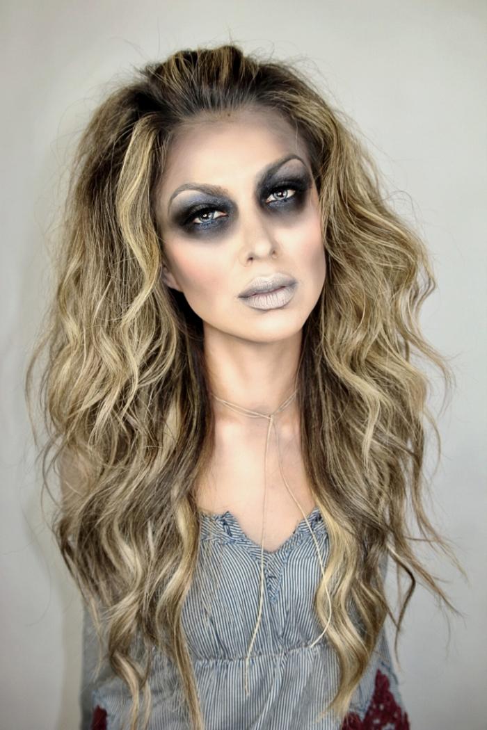 maquillage halloween zombie dans les tons gris, des lèvres blêmes et des cernes marquées