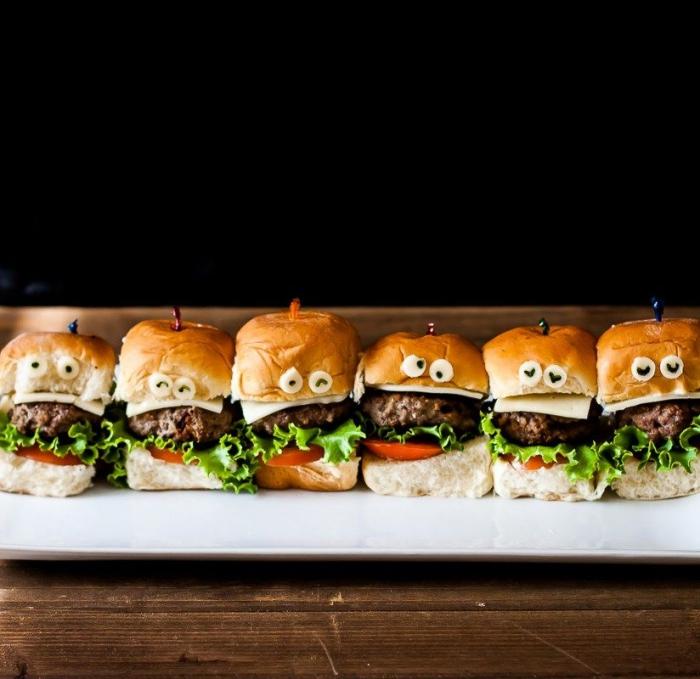 des mini-hamburgers d'halloween aux steaks hachés idéal pour un apero dinatoire halloween entre amis