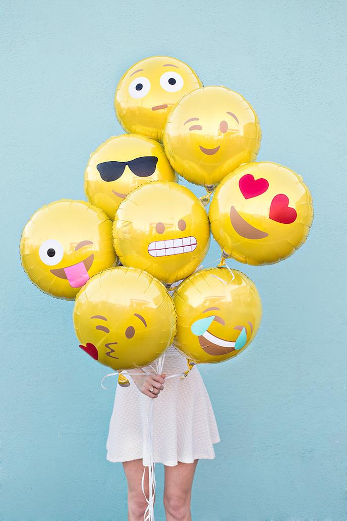 Deco table anniversaire 18 ans decoration anniversaire fille, déco pour fille 18 ans, ballons avec emojis
