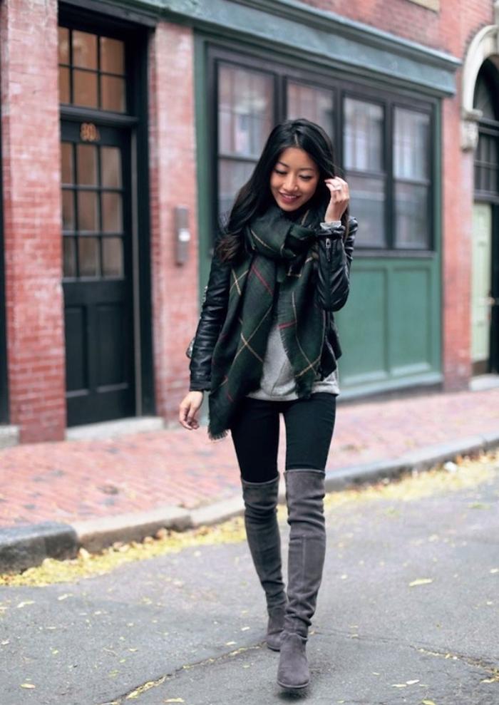 Cuissarde chaussette, tenue avec cuissarde, look avec botte haute, hiver stylé abec cuissarde taupe et grand echarpe