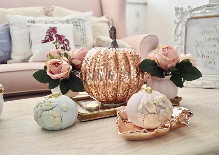 idée de décoration stylée pour automne ou la fête d'Halloween avec objets DIY facile à réaliser à partir d'une fausse citrouille