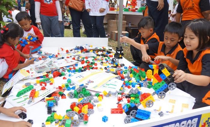 construction de moyen de transport lego facile pour enfants, idée pour organiser un anniversaire original en plein air