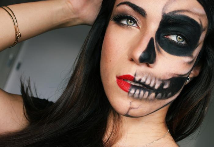 maquillage halloween femme facile, rouge à lèvres vif, bracelet doré, tete de mort facile