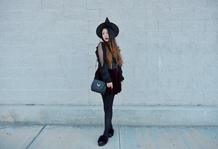 comment s habiller soirée halloween, deguisement halloween femme sorcière fille, jupe bordeaux, chemise noire, chapeau de sorcière pointu