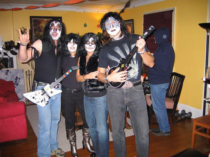 Kiss déguisement simple à réaliser, idée déguisement de groupe cinema, inspiration deguisement trio photo de groupe