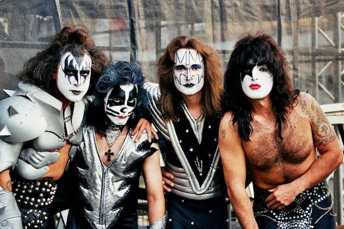 Déguisement original pour une groupe d'amis, le groupe Kiss réel, copier une groupe de rock deguisement de groupe originale, idée se déguiser