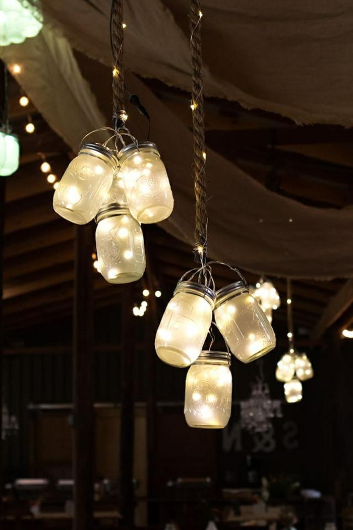 décoration féérique avec bocaux de verre lanternes, décoration mariage champêtre chic