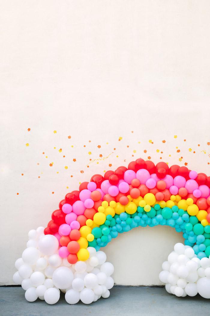 Déco arc en ciel anniversaire 18 ans, decoration anniversaire fille, cool idée chic et amusante
