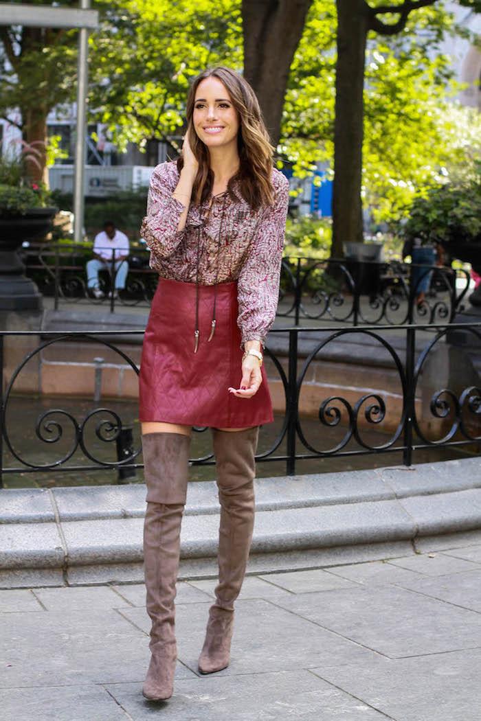 Cuissarde chaussette, comment porter des cuissardes, tenue de jour avec bottes hautes et jupe courte