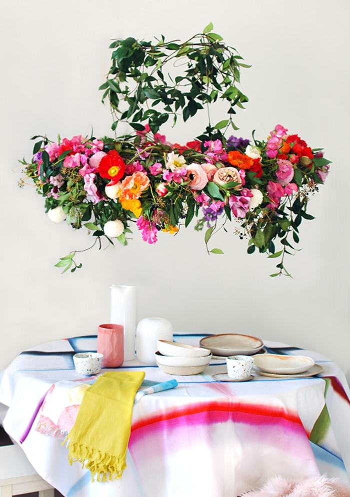 chandelier de fleurs à suspendre au-dessus de la table de mariage pour un mariage campagnard