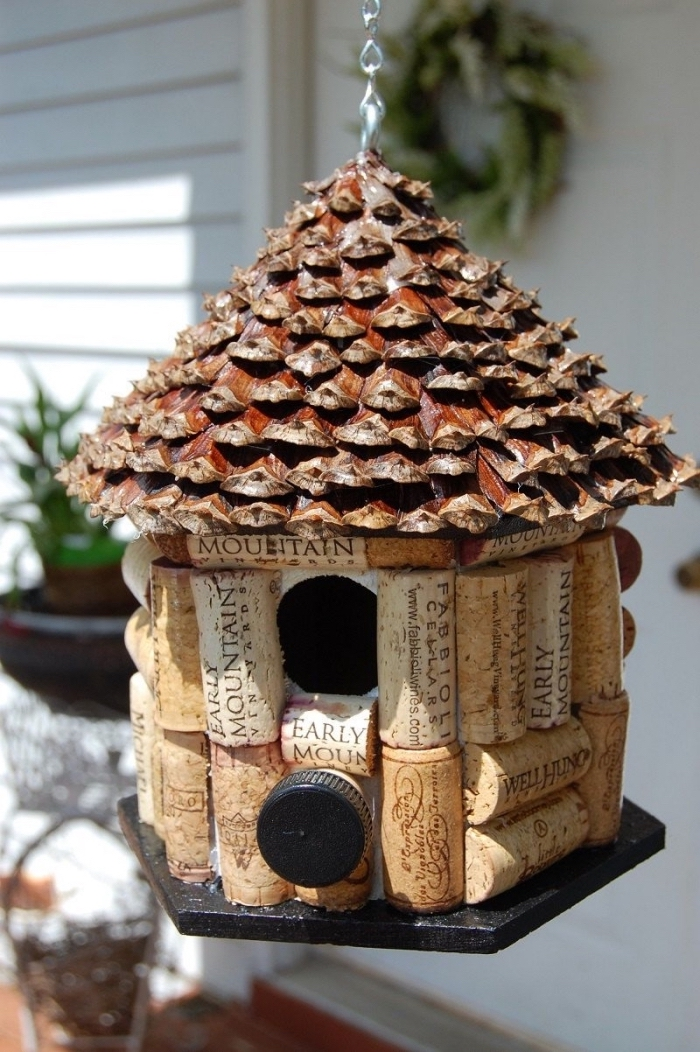 idée pour fabriquer une maison ou mangeoire pour oiseaux facile, bricolage pomme de pin, mangeoire en pommes de pin