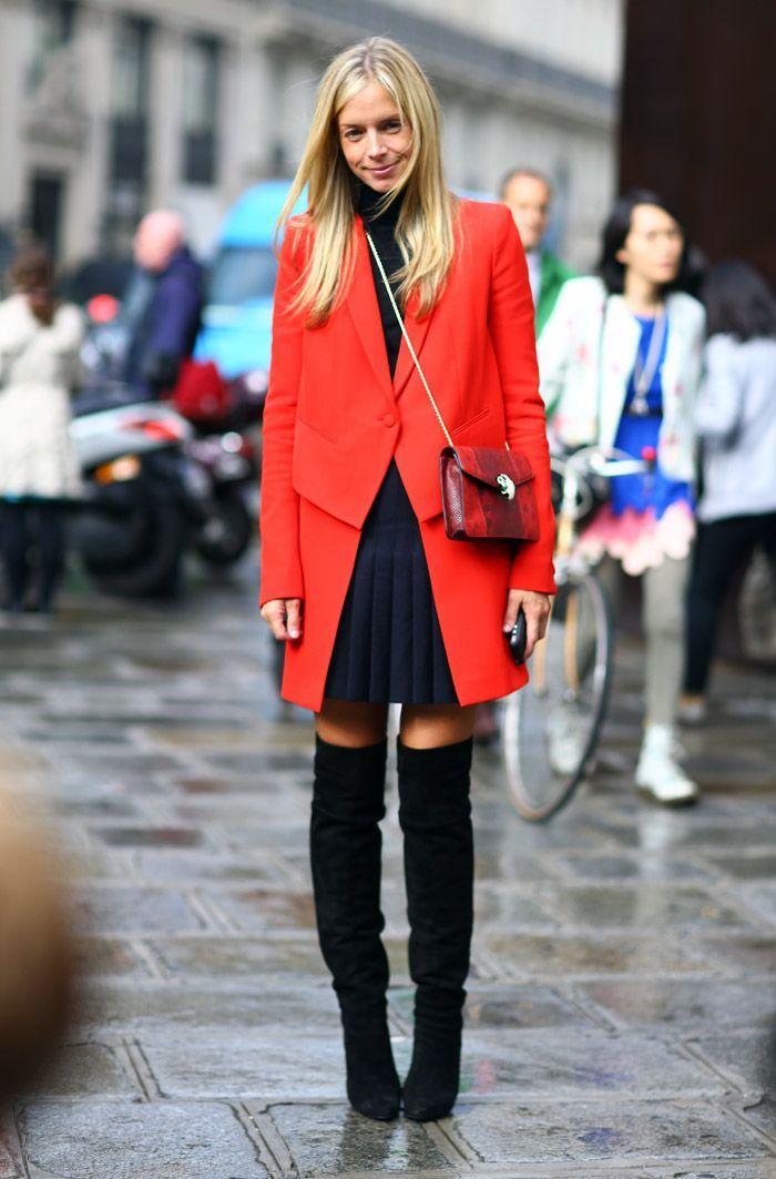 Comment porter de cuissarde, idée comment porter des cuissardes 2018 automne, manteau rouge et robe noire