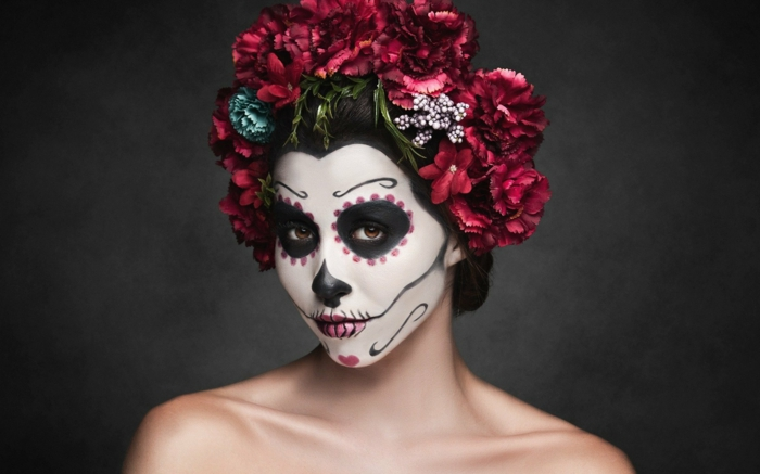 déguisement de carnaval dia de muertos, grande couronne de fleurs, visage peint