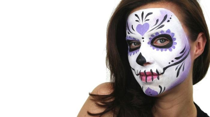 visage peint blanc, dessins de coeurs sur le visage, pointe du nez noire, ligne noire sur les lèvres