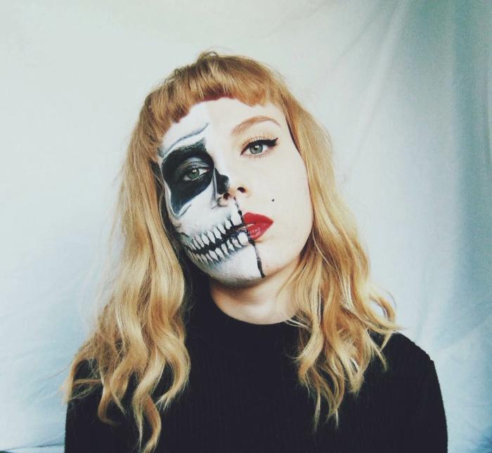 maquillage moitié de crâne, rouge à lèvres et dents peints sur la moitié de lèvres