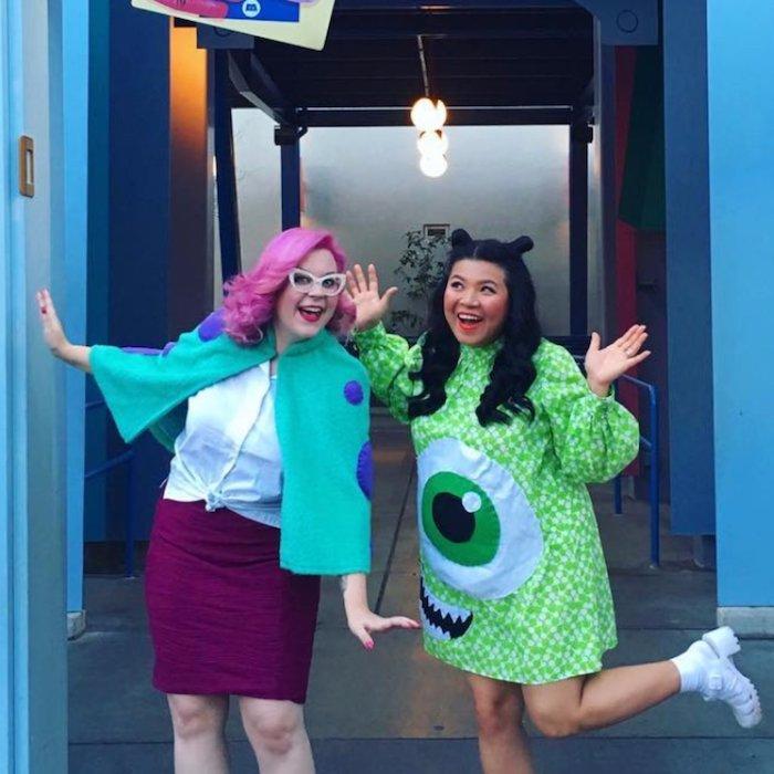 Deguisement couple d'amies, déguisement halloween fait maison, thème de film dessin animée costume simple de Monstres et sie