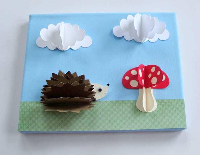 tableau art 3d avec champignon, hérisson et nuages en papier sur fond vert et bleu, loisir creatif pour tout petit