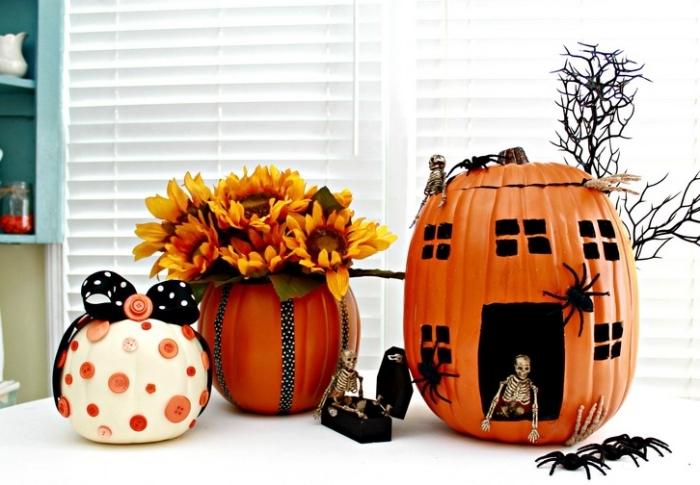 citrouille halloween dessin facile à design effrayant avec figurines d'araignées, exemple décor avec objets DIY pour Halloween