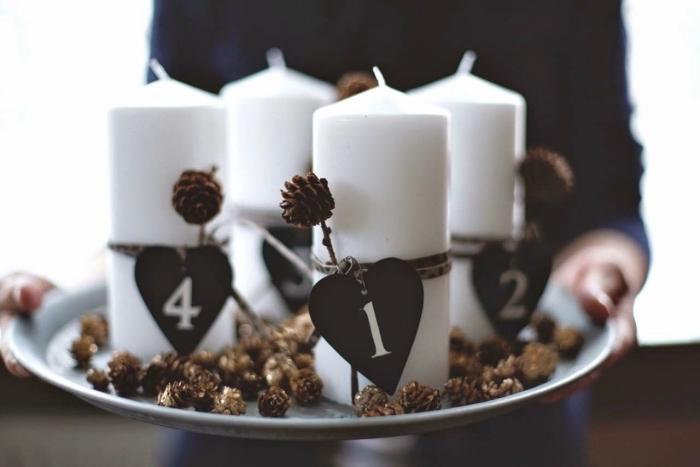 exemple que peut on faire avec des pommes de pin, décoration de table festive et romantique avec bougies