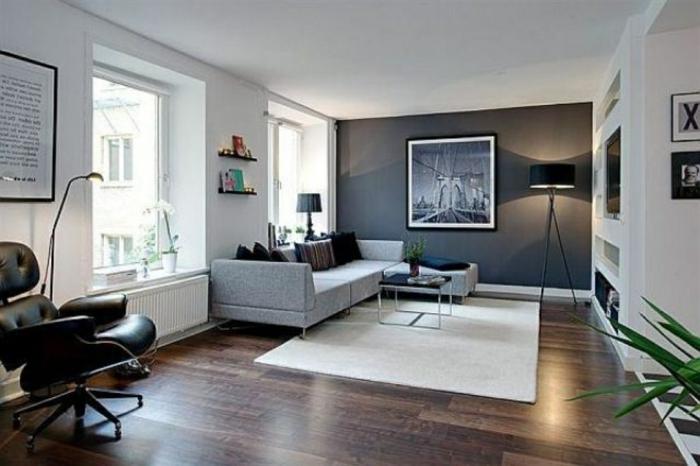 couleur peinture salon, tapis blanc, sol en bois foncé, chaise pivotante, grand sofa gris, quel mur peindre en couleur foncé