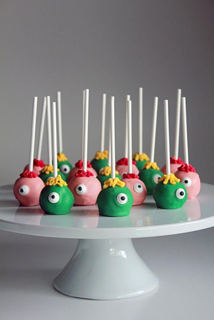 réaliser de beaux monstres cake pops rigolos à servir comme des amuse-bouches rigolos pour le gouter halloween