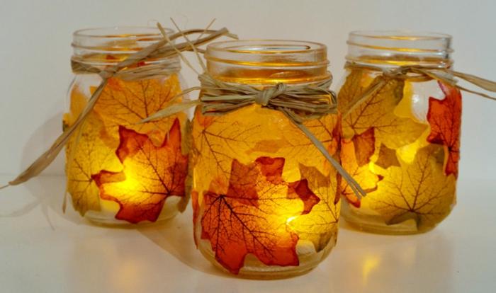 deco mariage champetre a faire soi-meme, bocaux en verre illuminés et décorés de feuilles d'automne