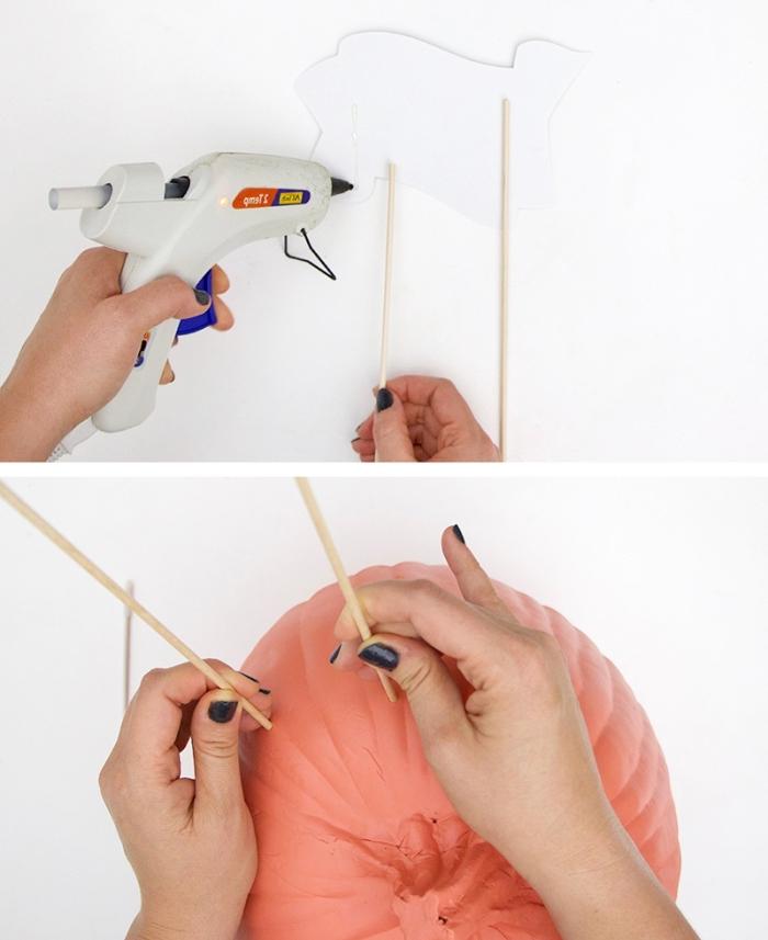 exemple comment réaliser un panneau Halloween en utilisant carton et bâtonnets de bois, modèle de panier à bonbons Halloween DIY