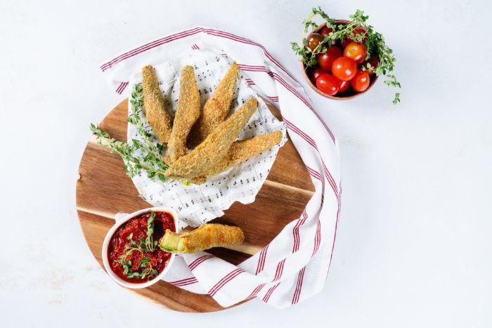 exemple de frites d avocat maison, amuse bouche apéritif facile sans frire, idée apéro healthy pour votre menu cetogene