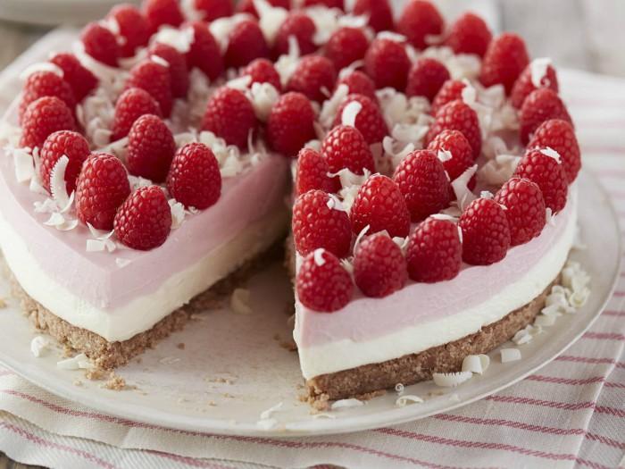 recette de cheesecake framboise et chocolat blanc au fromage frais, recouvert de framboises fraîches