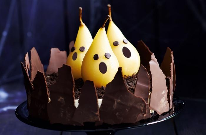 faire un cheesecake facile pour halloween aux biscuits oréo et chocolat blanc avec décoration effrayante aux poires, recette gateau halloween