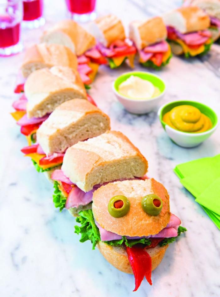 un sandwich serpent original pour l'apero dinatoire halloween, un drôle de sandwich serpent croustillant à faire avec les enfants