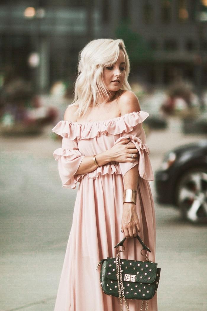 robe longue rose poudré pour invitée de mariage d'automne, bracelet statement massif