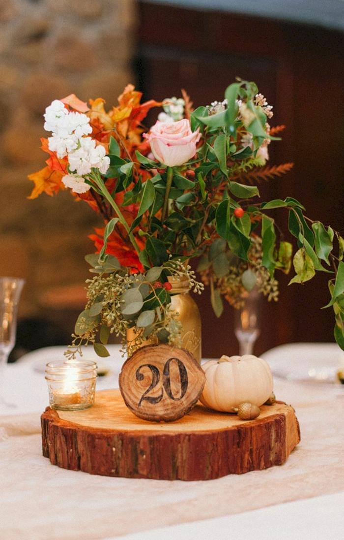 rondin de bois décoratif pour table de mariage, décoration mariage champêtre chic, bouquet multicolore