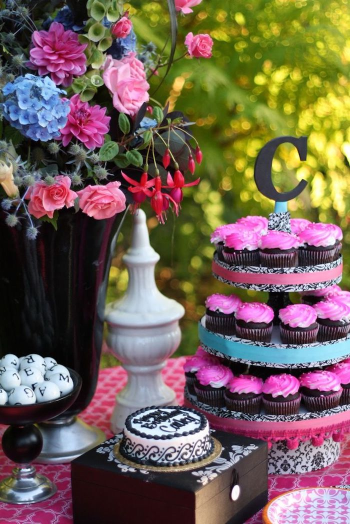Deco fete pas cher, comment fêter ses 18 ans façon inoubliable pour tous, cupcake piece montee