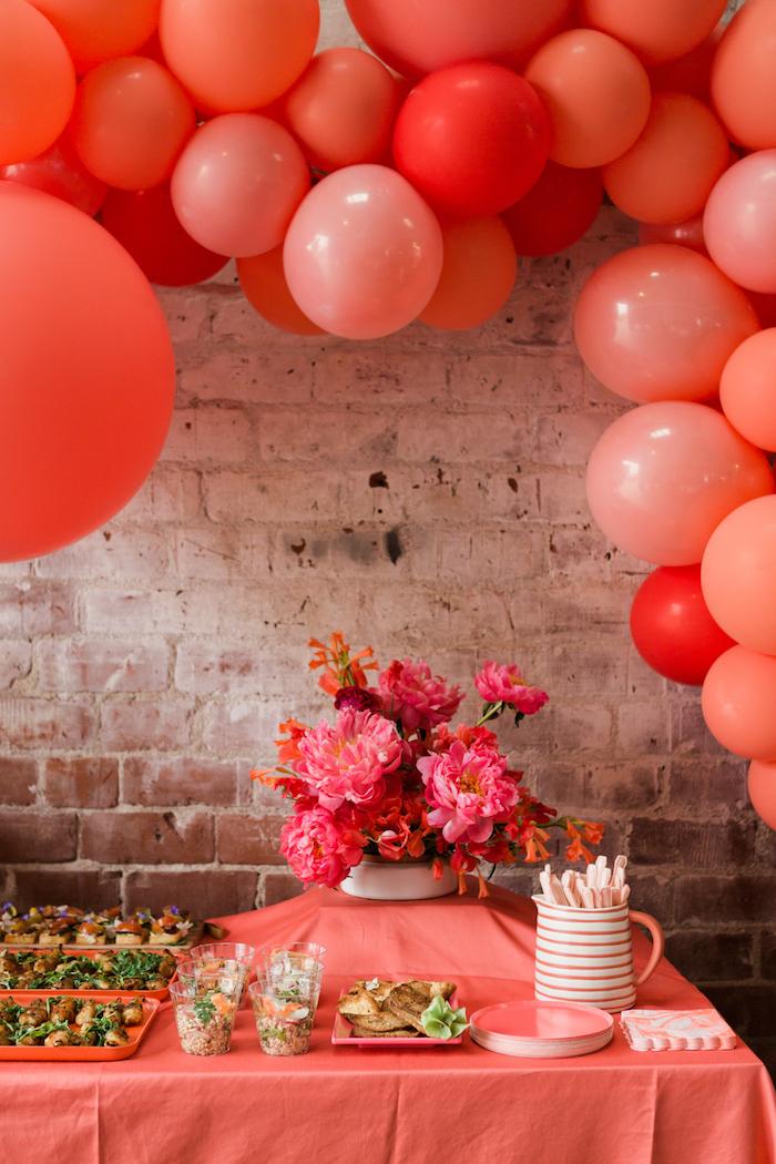 Deco table anniversaire 18 ans décoration anniversaire 18 ans a faire soi meme, rouge theme avec ballons
