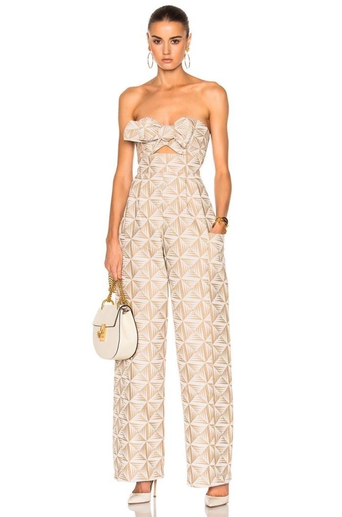 look moderne avec tenue mariage invité femme pantalon fluide, modèle de combinaison tendance à top noué bustier